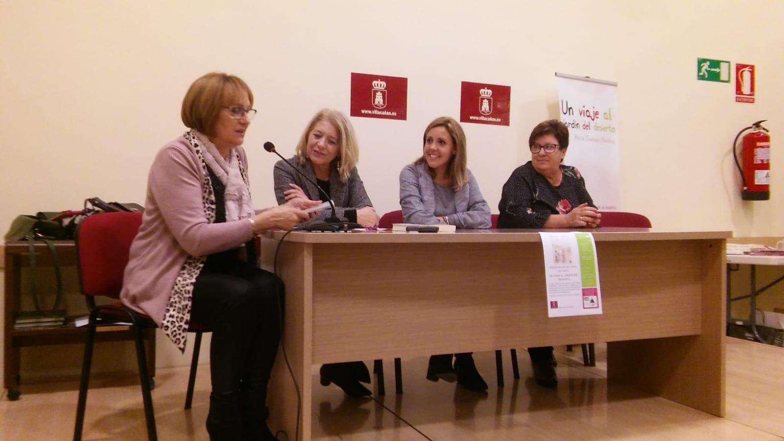 """Alicia Guisado Morillas presentó su último libro """"Un viaje al jardín del desierto"""" en Villacañas. - Ayuntamiento de Villacañas"""