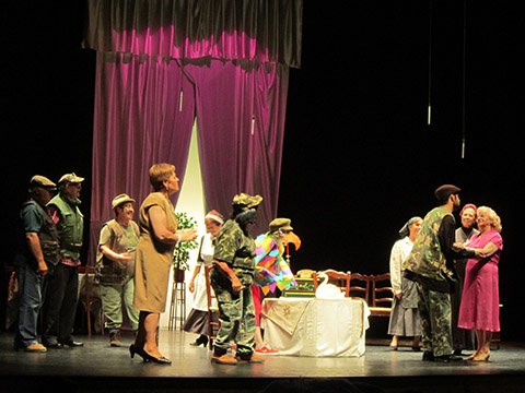Villacañas festejó el Día del Abuelo con muchas risas en el teatro