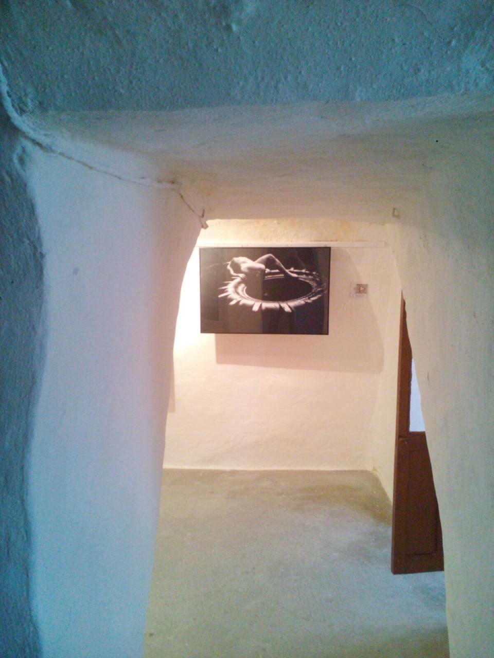 Arte Contemporáneo en las paredes blancas de un silo