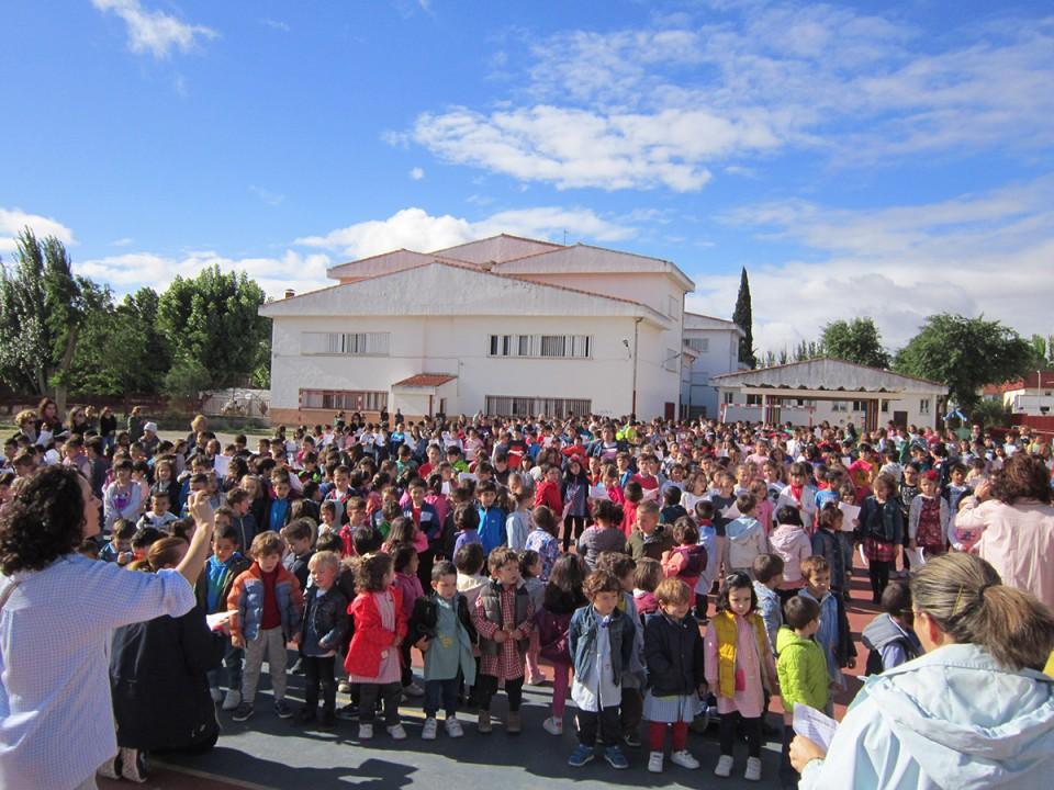 """Escolares villacañeros han celebrado el 460 """"cumpleaños"""" de Villacañas"""