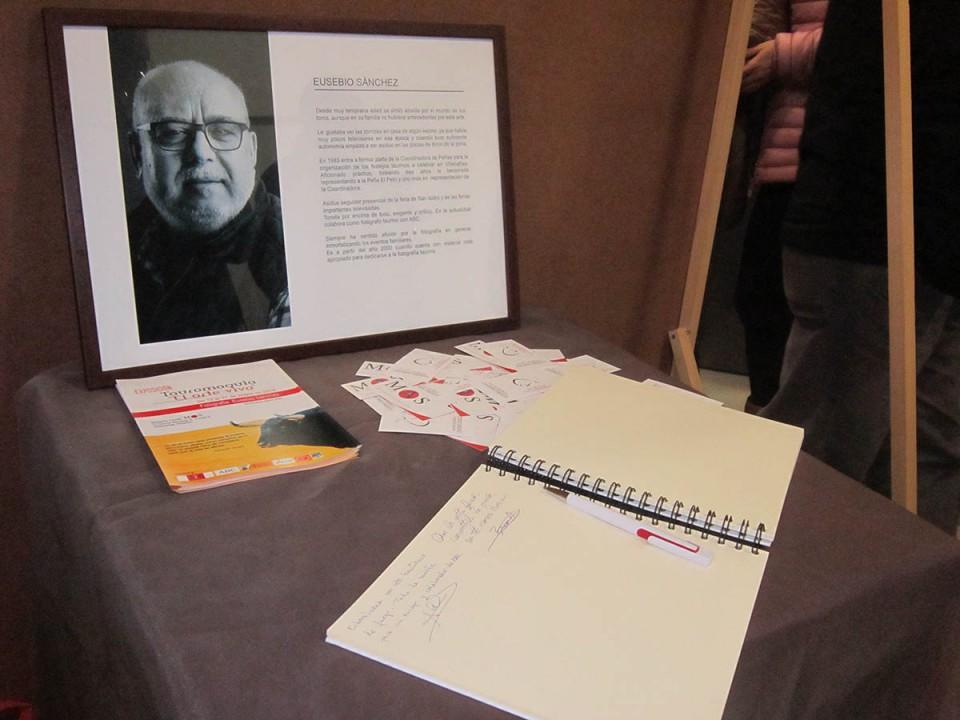 Eusebio Sánchez muestra sus fotografías taurinas en una exposición