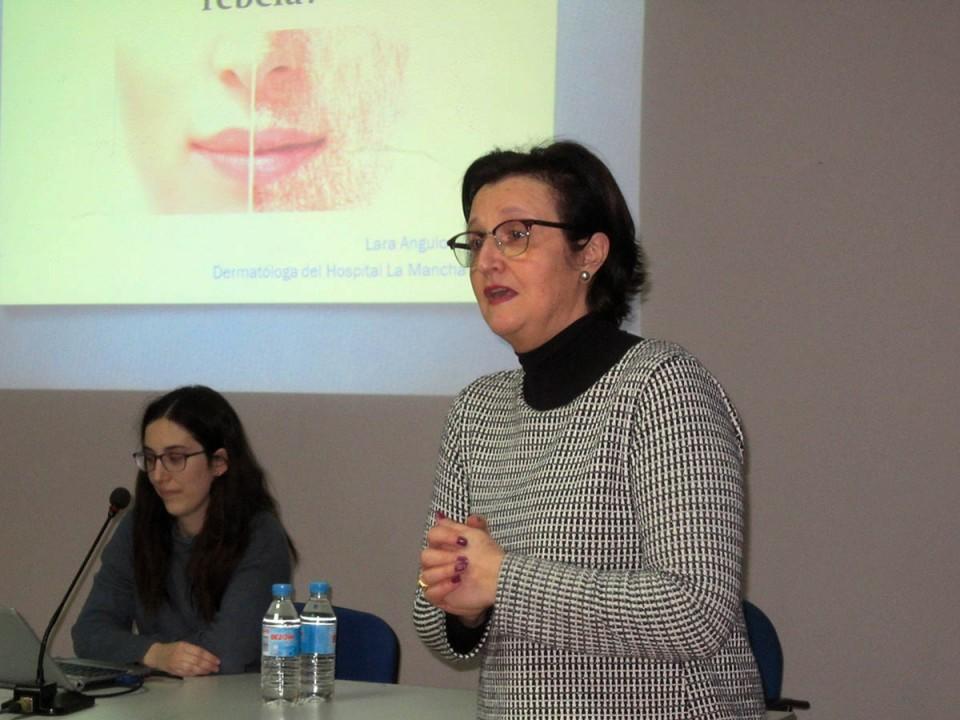 """La Semana Cultural de la asociación """"Grego Zaragoza"""" se retomó ayer con una conferencia sobre la piel"""