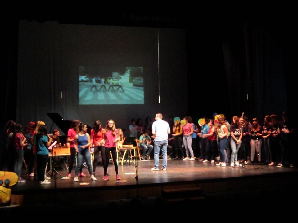 """Alumnos villacañeros han disfrutado del concierto del Consejo Local de Educación, recordando el """"Yellow submarine"""" de The Beatles"""