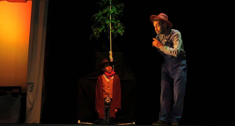 Divertida puesta en escena de la Escuela Municipal de Teatro para cerrar el curso