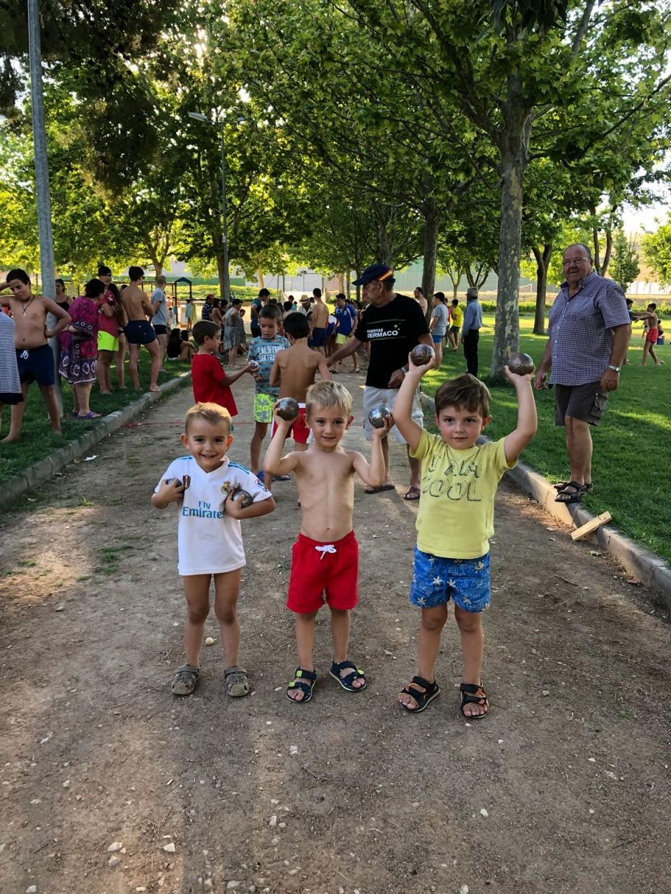120 niños participaron ayer en el Torneo de Petanca celebrado en la Piscina Municipal