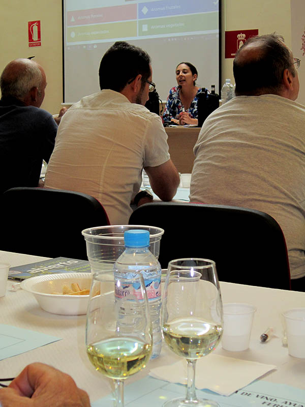 Concurso interactivo de cata de vinos con la DO La Mancha en el Día del Agricultor de la Feria