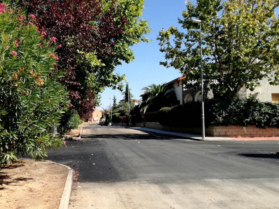 Mejora del asfalto en tramos de calles del Residencial y otras zonas del municipio