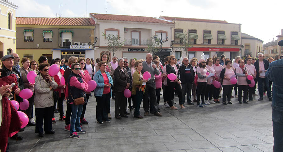 Una gran marea rosa recorrió las calles de Villacañas con motivo del Día Internacional contra el cáncer de mama