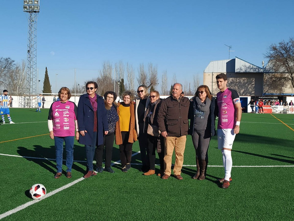 El CD Villacañas jugó su partido vestido de rosa y a beneficio de la Asociación Grego Zaragoza