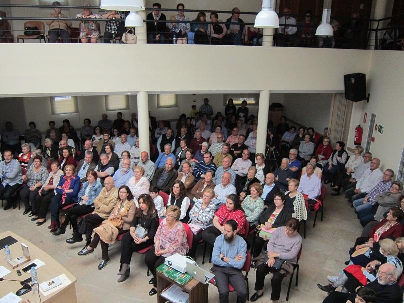 La presentación de un libro sobre los motes y apodos de Villacañas abrió ayer la Feria del Libro