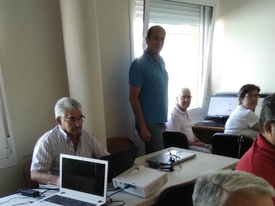 Los mayores se ponen al día en competencias digitales