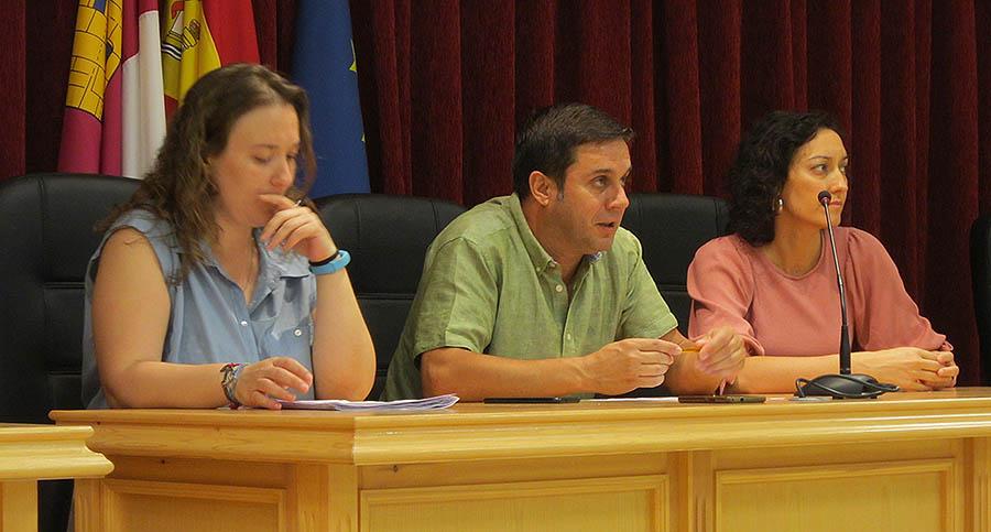 El alcalde presenta el sexto programa de becas para jóvenes estudiantes