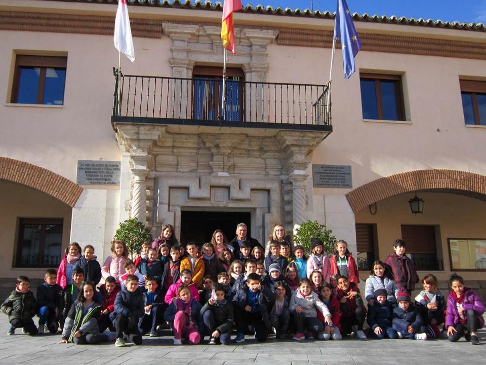 Alumnos de 3º de Primaria del colegio Santa Bárbara visitaron el Ayuntamiento