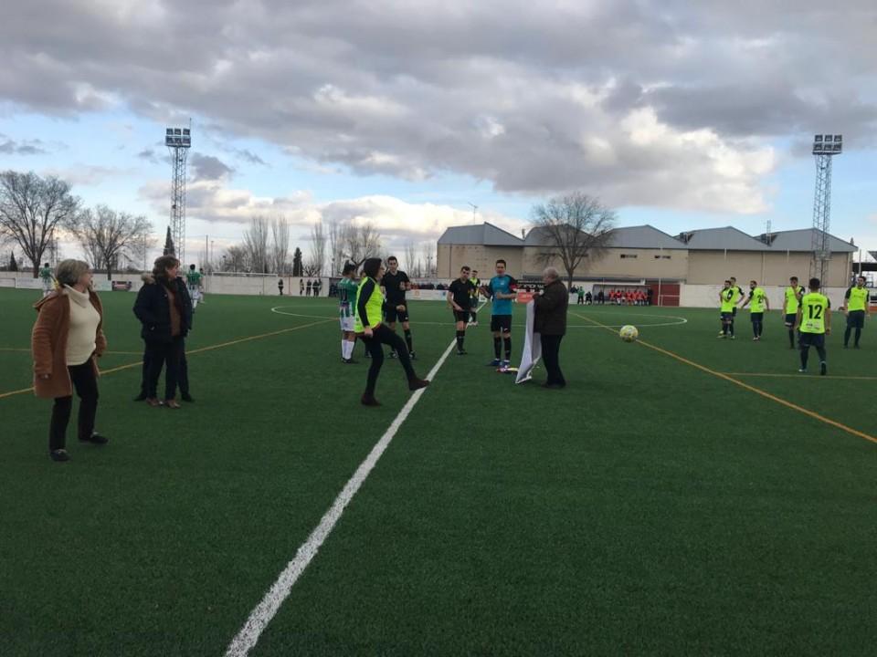 El CD Villacañas se vistió de amarillo para meter gol al cáncer infantil junto a la Asociación Grego Zaragoza