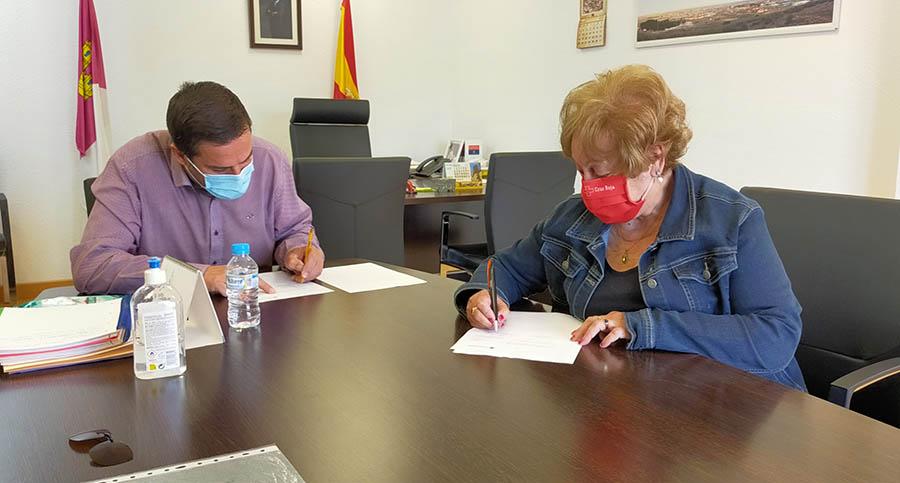 Ayuntamiento y Cruz Roja firman un nuevo convenio para apoyar el proyecto de atención a personas vulnerables de la ONG